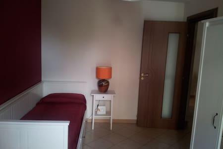 Little red room in Sicily - Huvila