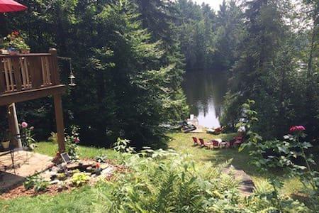 A little piece of heaven on a lake - Dağ Evi