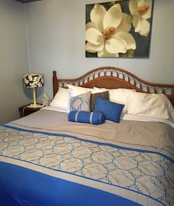 King Bed, in Southern Cottage. - Rumah