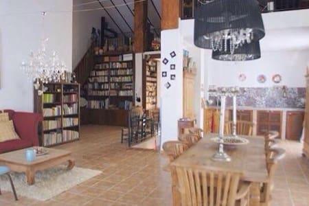 Casa con encanto a 15 km d Granada - Entire Floor