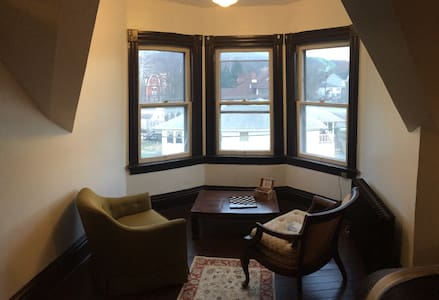 Private Apt in Charming 115yr Home - Wheeling - Apartment