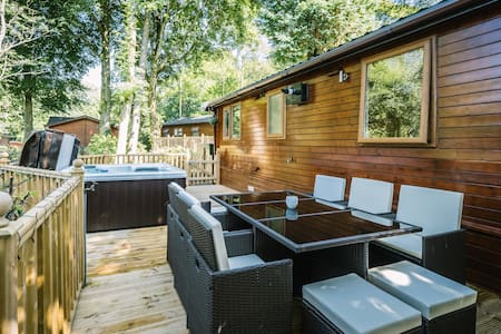 Angle Tarn Lodge with hot tub. - Windermere  - Chalet