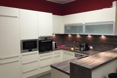 Moderne Doppel & Einzelzimmer - Lienz - Appartamento