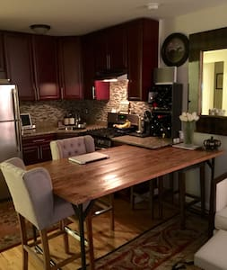 Gorgeous designer furnished 2 bedroom apartment! - Queens - Wohnung