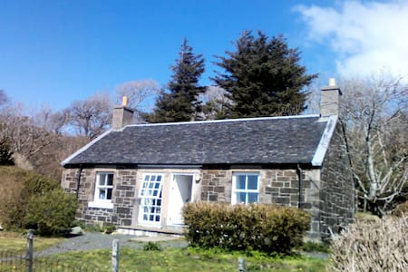 Rural cottage close to sea and Isle of Ulva - Isle of Mull - Hus