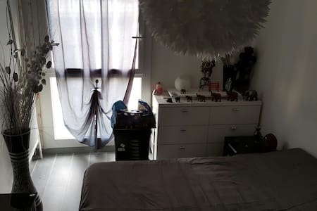 Très belle chambre avec TV - Apartment