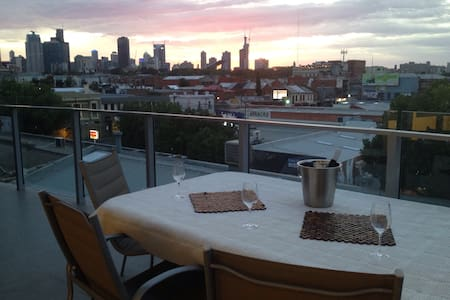 Stunning views from Fitzroy's heart - Fitzroy - Apartment