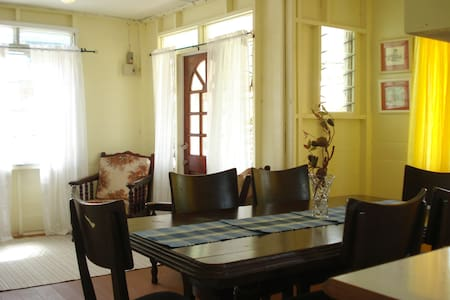 Adina's Town 'N' Country Chattel (2 Bdrm) - Speightstown - Ház