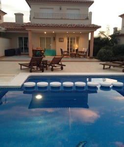 Fab family spanish villa set on a golfing resort - Sant Jordi - Vila
