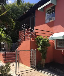 Private 2nd floor apt by home owner! - Delray Beach - Apartment