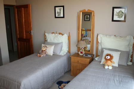 Luxury lodge on a game farm - Bed & Breakfast