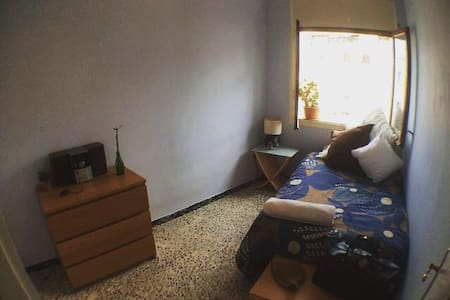 Cozy light single bedroom in the heart of Sitges