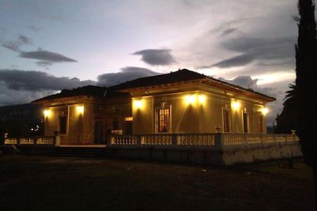 "Hacienda ""La Violeta"" - Ibarra"