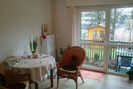 1 Zimmer mit Balkon und Garten - Apartment
