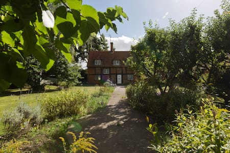 Airy, quiet room in rural cottage close to Reading - Sonning Eye - Dom