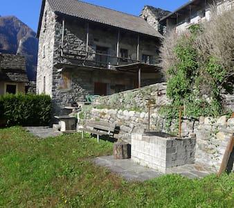 Valle Verzasca-Lavertezzo-Sambugaro - Haus