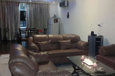 beautiful cozy comfortable - Zirakpur - Wohnung
