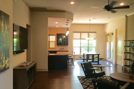 Hill Country Home in Golf Course Neighborhood - Austin