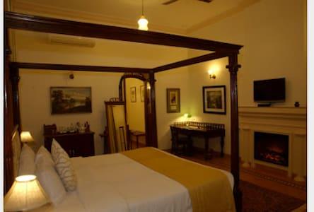 Luxury 1900s Private Bungalow  - Mahabaleshwar - House