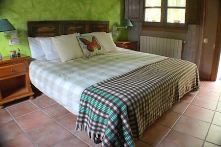 Private room for 3 or 4 in the heart of Cameros - San Román de Cameros - House