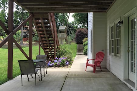 Large Cary Apt - Walking Distance to Shops! - Apartamento