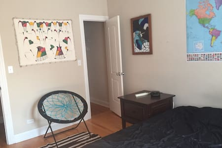Large bedroom in hip Logan Square - Apartment