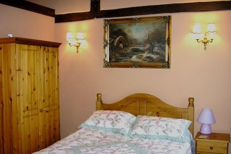 Triple room - double and single - Crawley