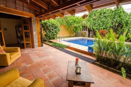 Tropical Casa in the heart of Jaco with Pool! - Jacó