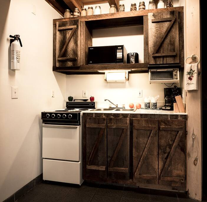 Sawmill cabins for rent in blue ridge for Sundance cabin rentals blue ridge ga