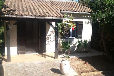 MAISONNETTE T2 AVEC JARDIN - Carpentras - Casa