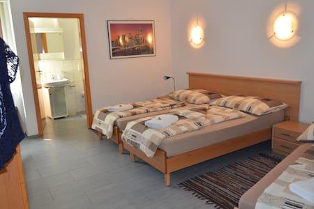 B & B Gästehaus Don Camillo - Bed & Breakfast