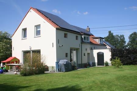 Maison avec grand jardin à 25 km de Bruxelles - Haus