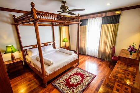 2 Bedroom VIP apartment. Superkitchen. Free pickup - Lakás