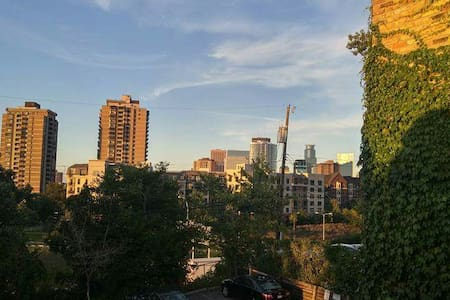 Cute uptown condo with a balcony! - Minneapolis - Apartment