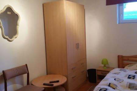 Monteurzimmer Gästezimmer EZ - Maison