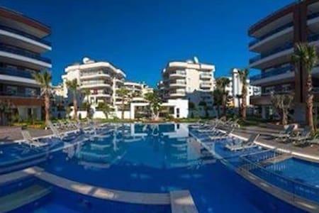 Quality home with pool - Aşağı Oba - Apartamento