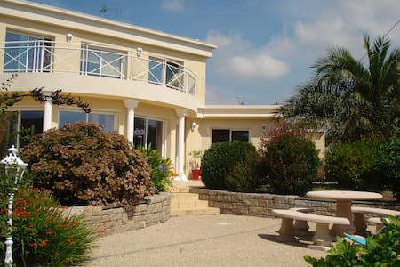 Belle villa vue sur la mer aux pieds du GR34 - Locmaria-Plouzané