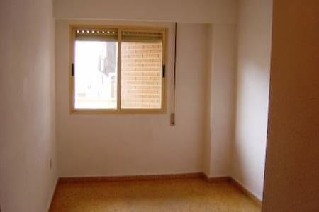 Habitación pequeñita SOLO VARONES - Lince - Apartment