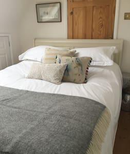 Retreat at Kettlesbridge Farm - Coneyhurst - Bed & Breakfast
