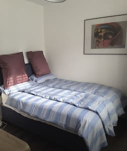 Double room in a clean 3 bed family home - Rumah