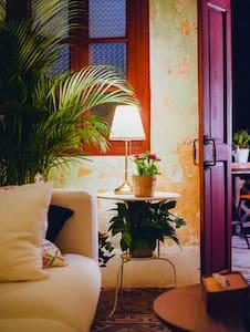 {1号别墅·肆}老墙皮.红木窗.花地砖.早晨阳台,最具广州味的老房子! - Guangzhou - Villa