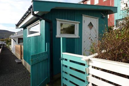 The hut uphill Tórshavn close to mountain paths. - Tórshavn