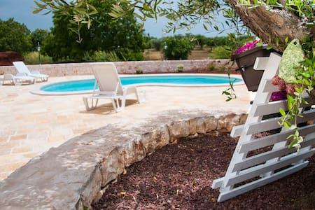 Trulli Colle del Noce con piscina - Villa