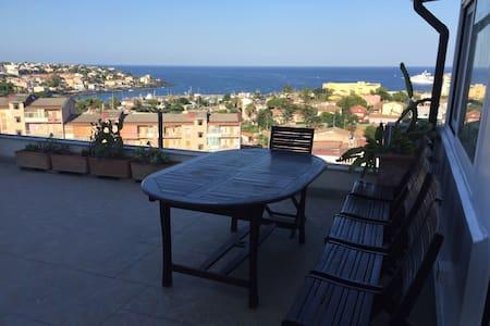 Una terrazza sul golfo di ognina - Catania - Apartment