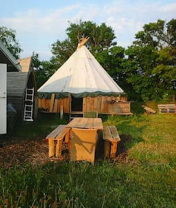 Camping in tipi or tent in organic garden - Stege