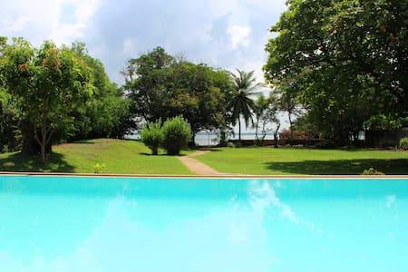 Leana Lagoon Villa - Negombo