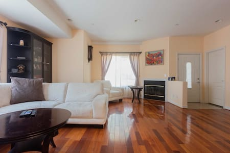 Luxury 2Bedroom Townhouse close to the Americana - Glendale - Townhouse
