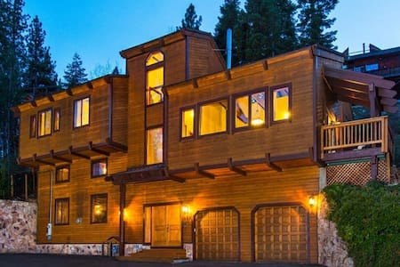 Gorgeous 4BR Lake Tahoe Retreat - Zephyr Cove-Round Hill Village