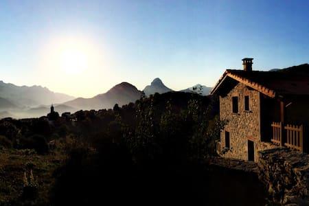 Acogedora y con ESPECTACULARES vistas panorámicas - Casa