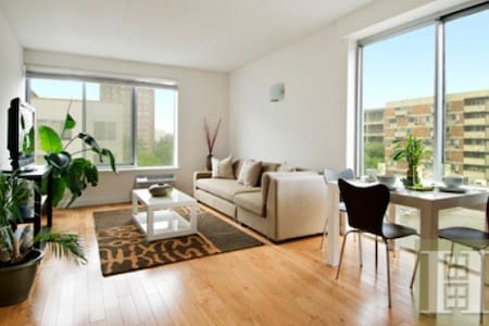 Top floor corner two bedroom boasts double-exposure living room with incredible river and city views. The apartment features stainless steel appliances, Marble bathroom, door man service and a gym